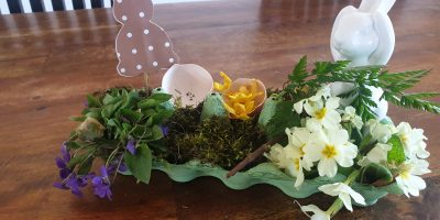 Österliche Tischdeko aus Naturmaterialien