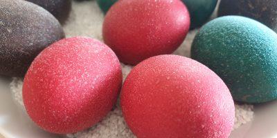 Ausprobiert: Können Ostereier wirklich glitzern?