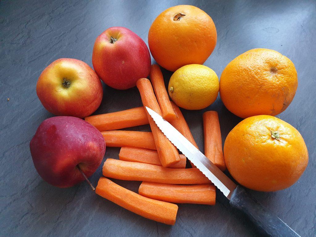 Für die Osterhasenmarmelade brauchst du Karotten, Äpfel und Orangen. © CMM