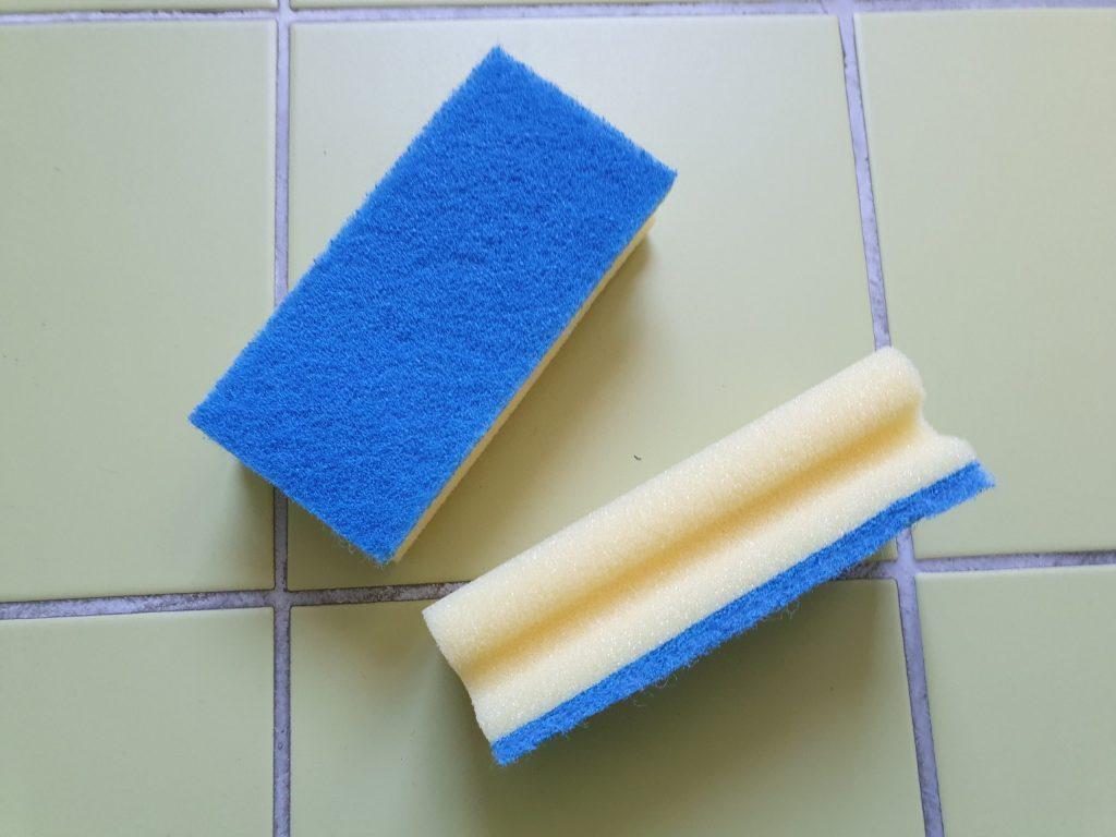 Aus solchen Putzschwämmchen schneidest du einfache Formen aus. © ausprobiert.at