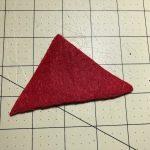 Aus einem Dreieck kannst du einen Wichtelhut drehen. © ausprobiert.at